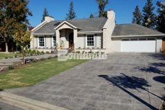 Our colleague Heritage Bomanite utilized Bomanite Imprint Systems and the Bomacron English Sidewalk Slate pattern to transform the front and back yards of this Fresno, California residence, beautifully accentuating the cozy cobblestone cottage design while providing durable, decorative concrete surfaces.